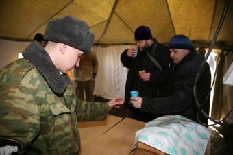 Внутри армейской палатки